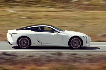 LEXUS LC PODWÓJNYM FINALISTĄ WORLD CAR OF THE YEAR.